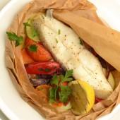 Филе судака с овощами в крафте